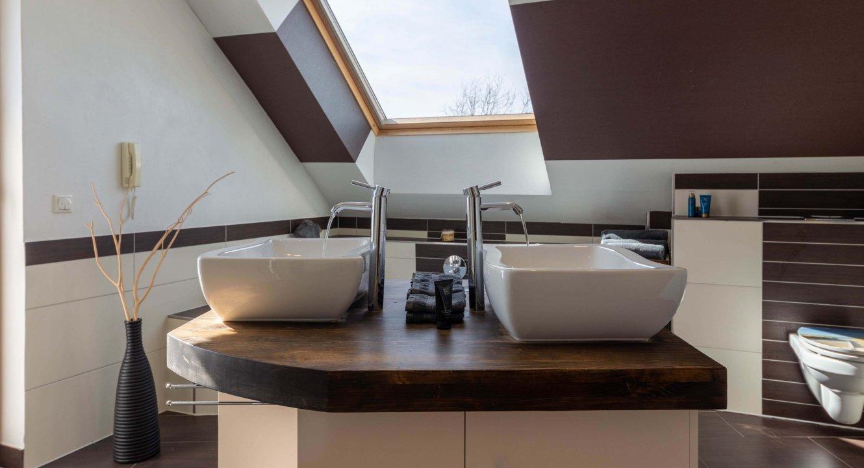 Badezimmer-Designer-Haus-Setterich-Immobilienmakler-Koch-Immobilien