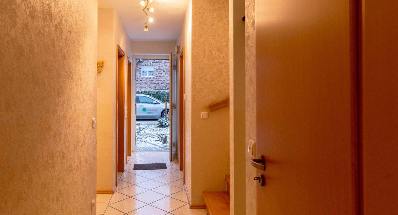 Flur-Einfamilienhaus-Baesweiler-Setterich-Makler-Immobilien-verkaufen-Koch