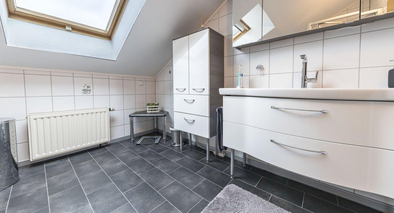 Haus-Badezimmer-b